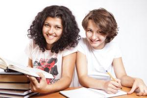 Schüler mit Latein Übersetzungen